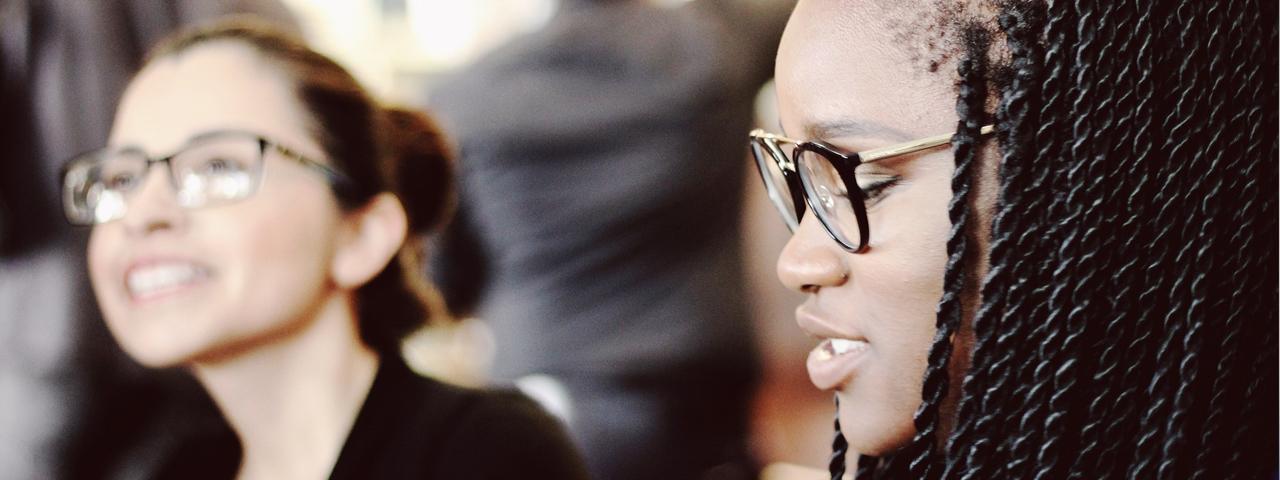 Girls Wearing Glasses 1280x480