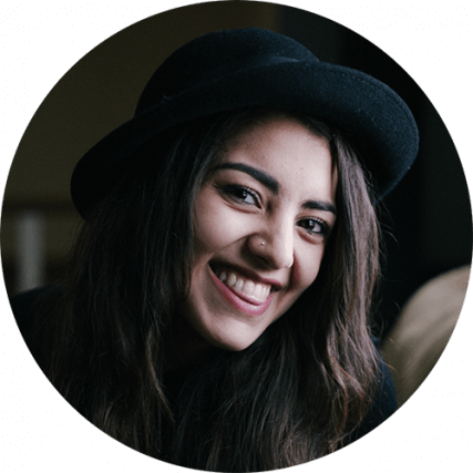 smile-woman-dark-hat-bkgnd-427x427.png