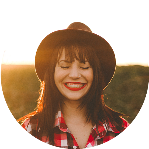 smile-girl-cowboy-hat