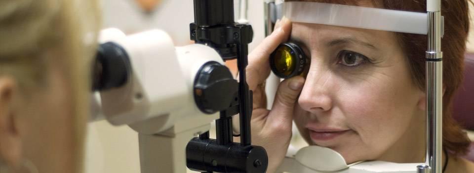 Senior woman taking an eye exam in Ogden, UT