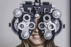 girl_eye_exam2 bkground_sm 640x427 300x200