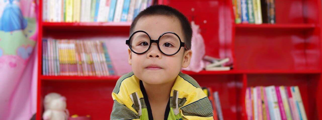 boy_red_bookcase-1280x480