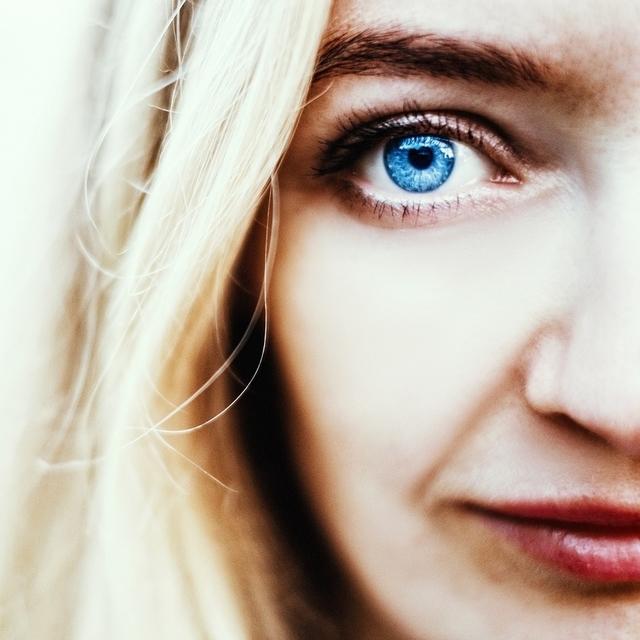 woman blue eye 640