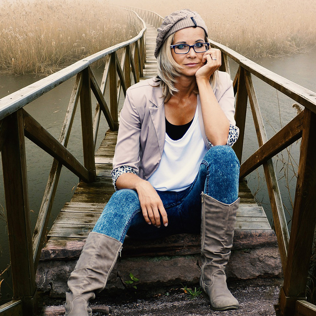 woman glassing sitting bridge 640