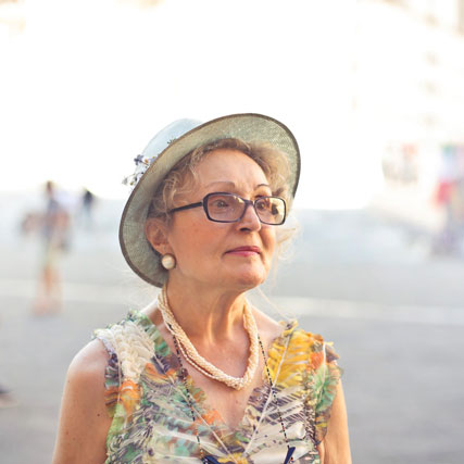 depth of field photography of woman in pastel color 788567
