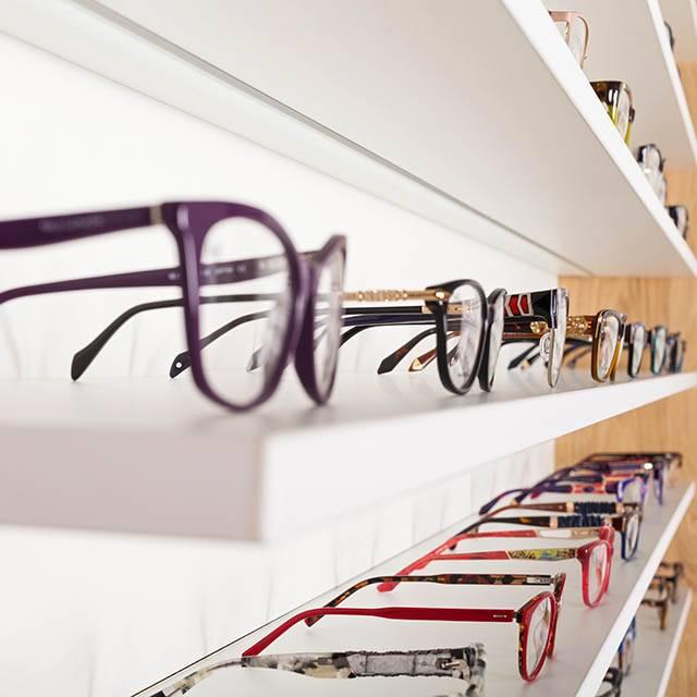eyeglasses frame display 640.jpg