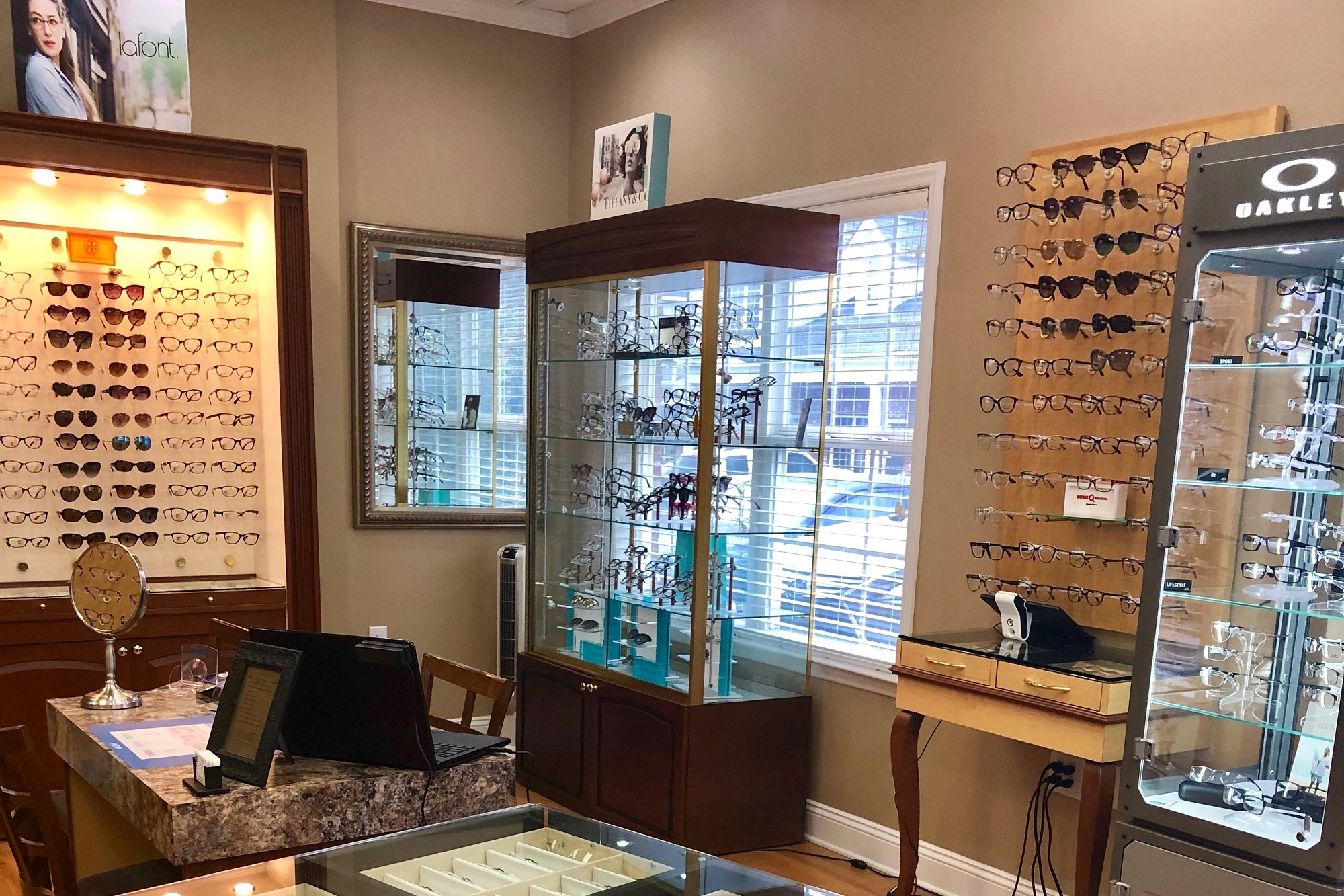 Eyeglass Sunglass displays