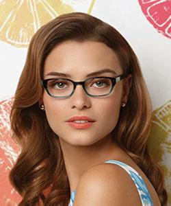 Model wearing Lilly Pulitzer glasses