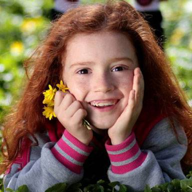 Girl Smiling Grass Flower 1280×480 1024×384