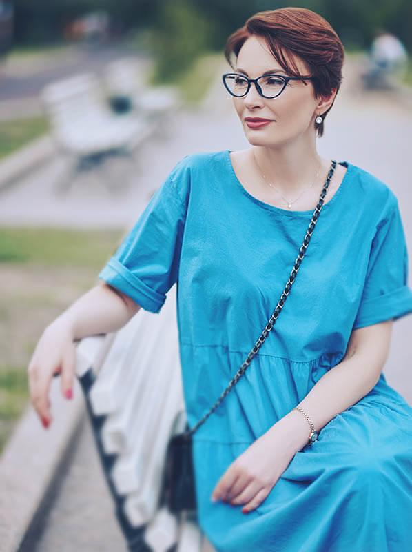 vertical woman bench 1.jpg