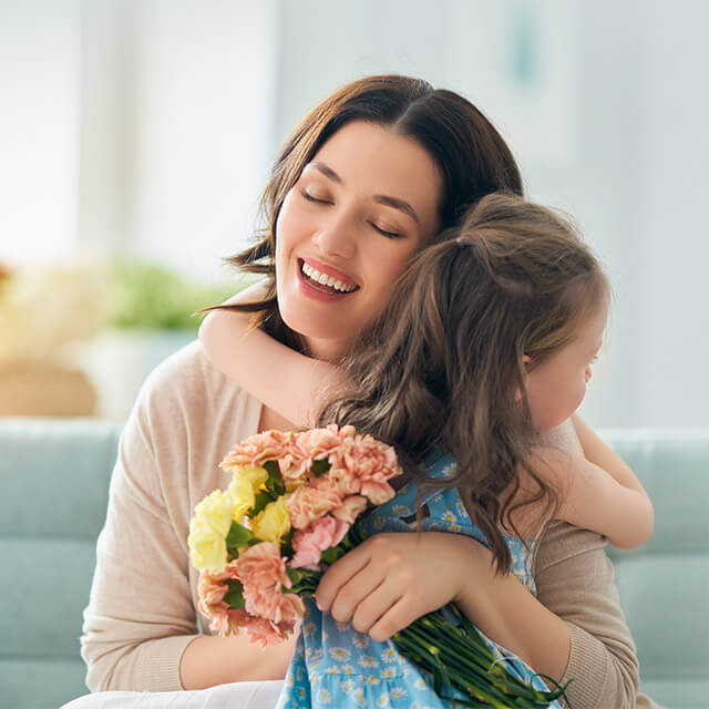gp bouquet hug candid ng 1wh mother daughter 1off 640