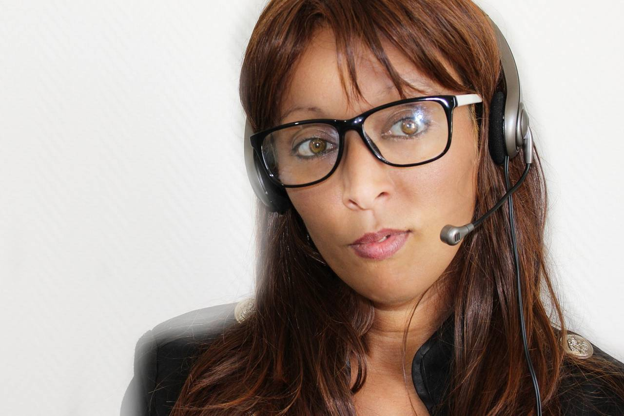 Woman Headset Glasses 1280×853
