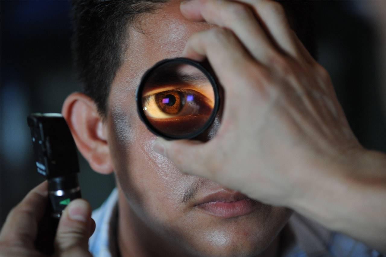 eye exam enlarged eye 1280×853
