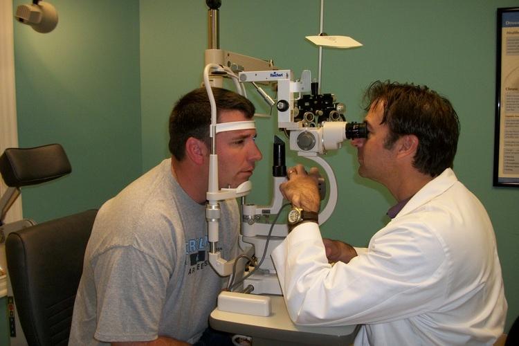 eye doctor checking eyes
