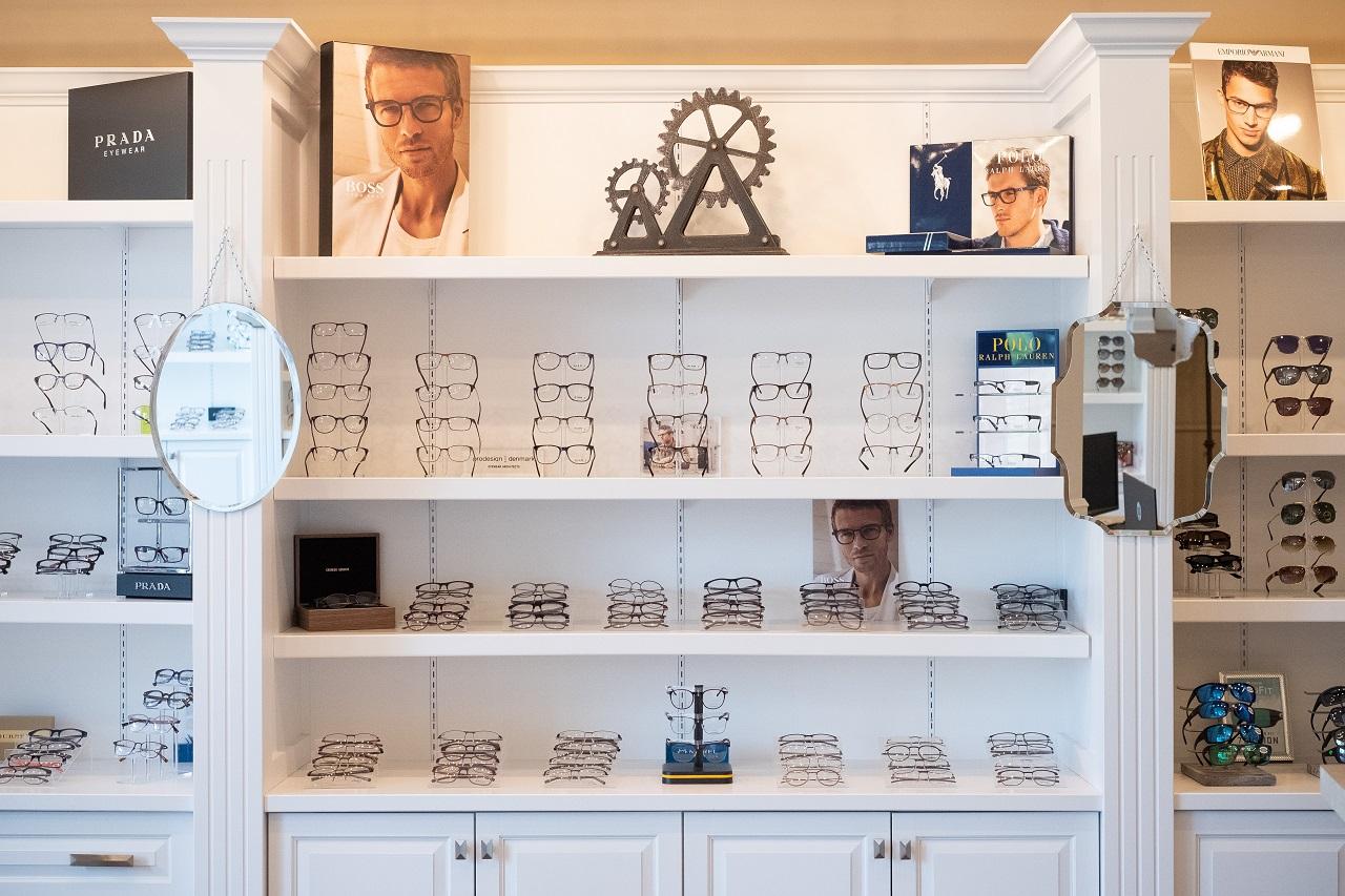 Family Eye Clinics Wayzata eyeglasses display2