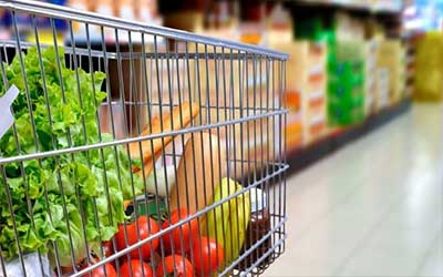 Shopping cart with healthy vegetables for good vision
