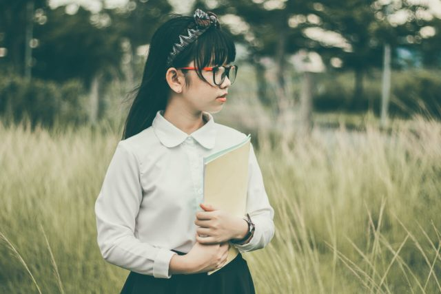 asian girl glasses_1280x853 640x427