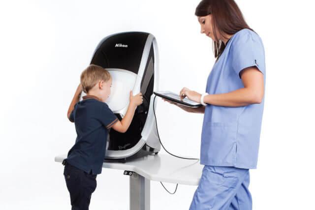 daytona - child with tech