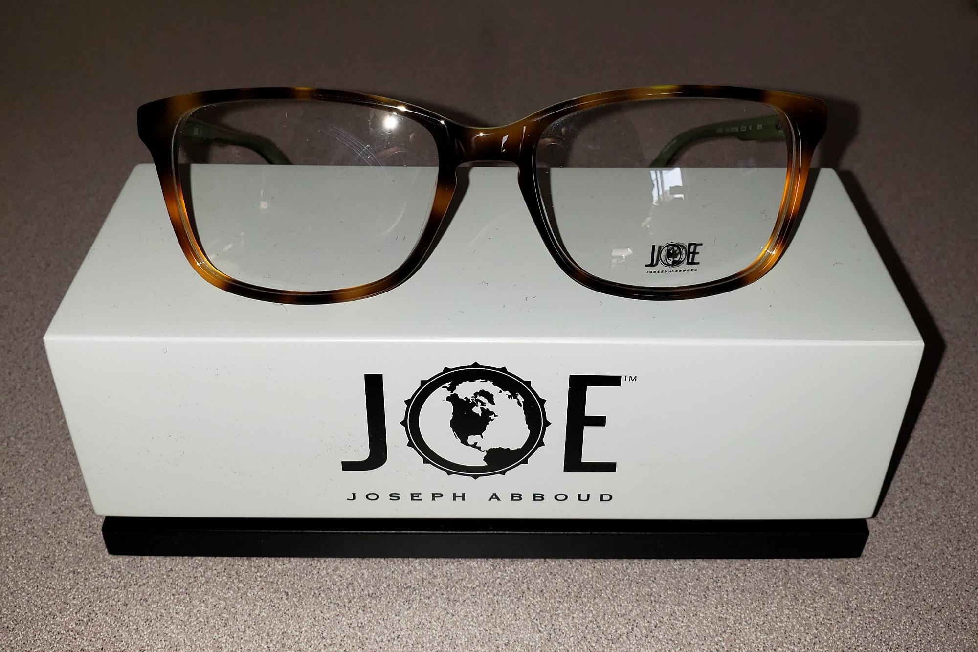 Joe eyeglass display