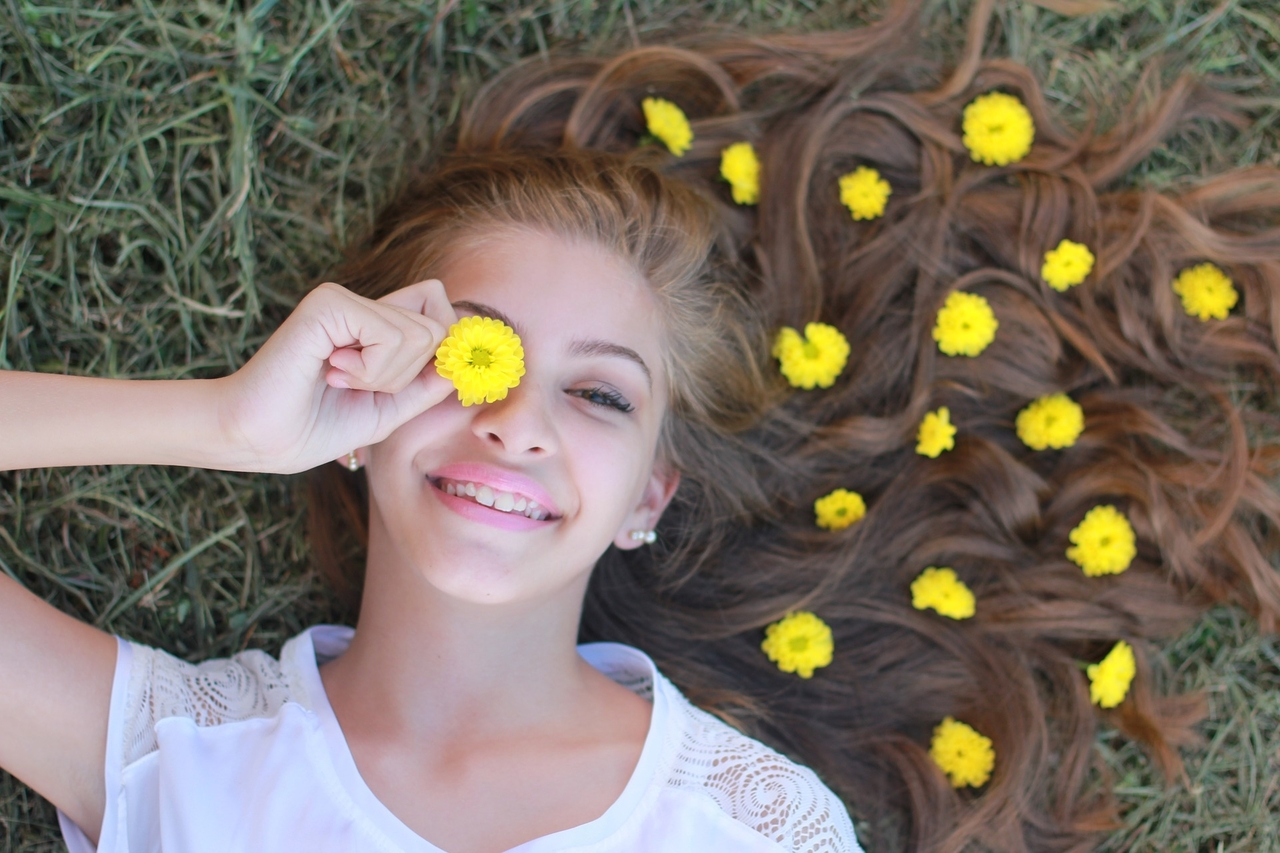 happy girl field of flowers 1280x853
