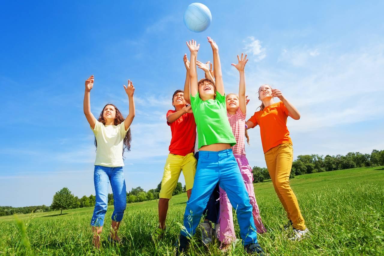 Kids Playing Ball Blue Sky 1280×853
