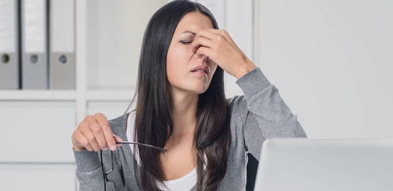 woman-eye-strain-1