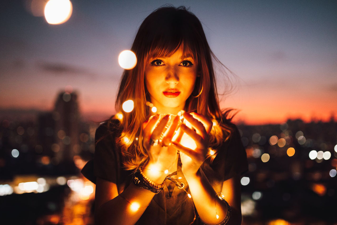 Girl With Lights 1280×853