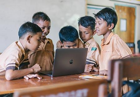 boys using laptop (1)