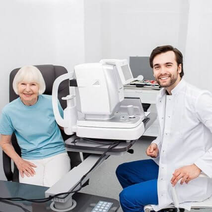 Smiling-Optometrist-low-vision-eye-exam-640-427x427