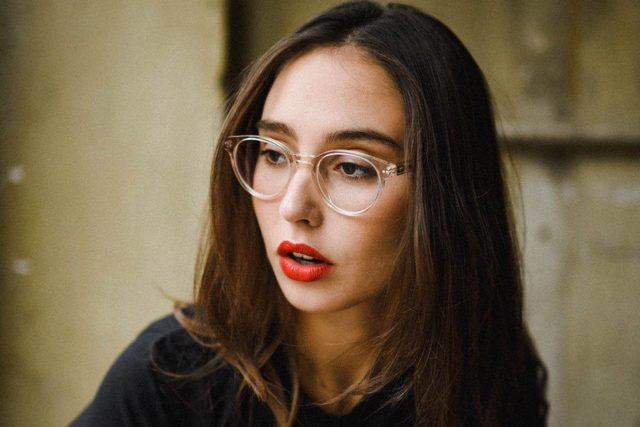 woman clear frames red lips 1280x853.jpg