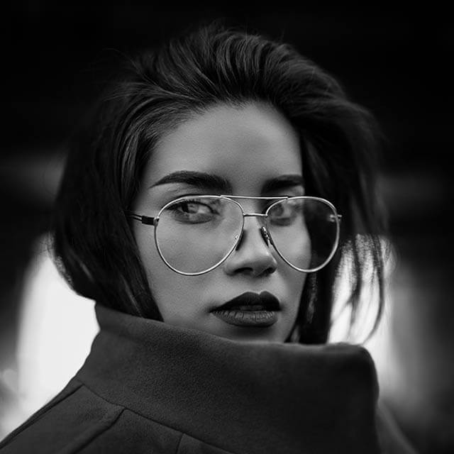 black-white-metal-frames-640