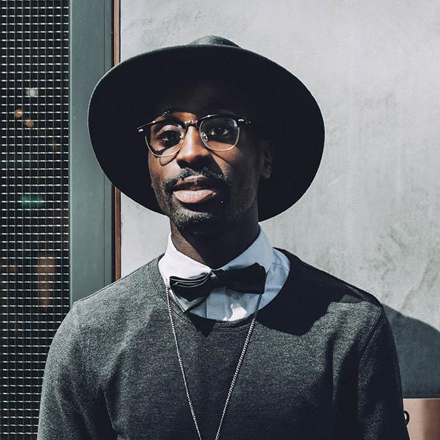 adult male black hat 640.jpg