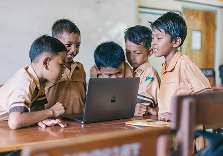 boys using laptop (1)