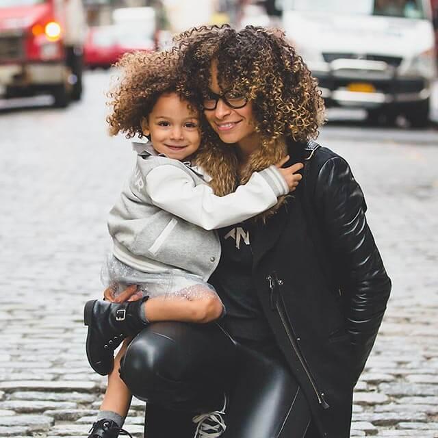 mom-girl-urban_640