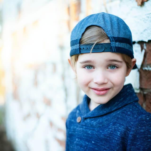 Girl-wearing-blue-baseball-cap-640