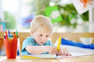 DR 107774120 little boy coloring