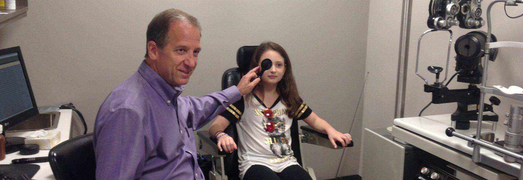 Eye Doctor performing eye exam in Richmond Hill