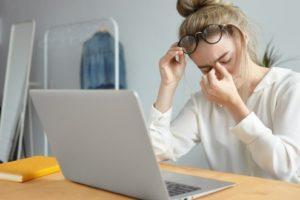 woman at laptop eye pain