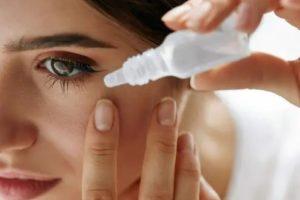 woman putting in eyedrop