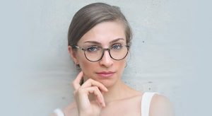 woman wearing glasses stylish 2 640x350 e1575791144155