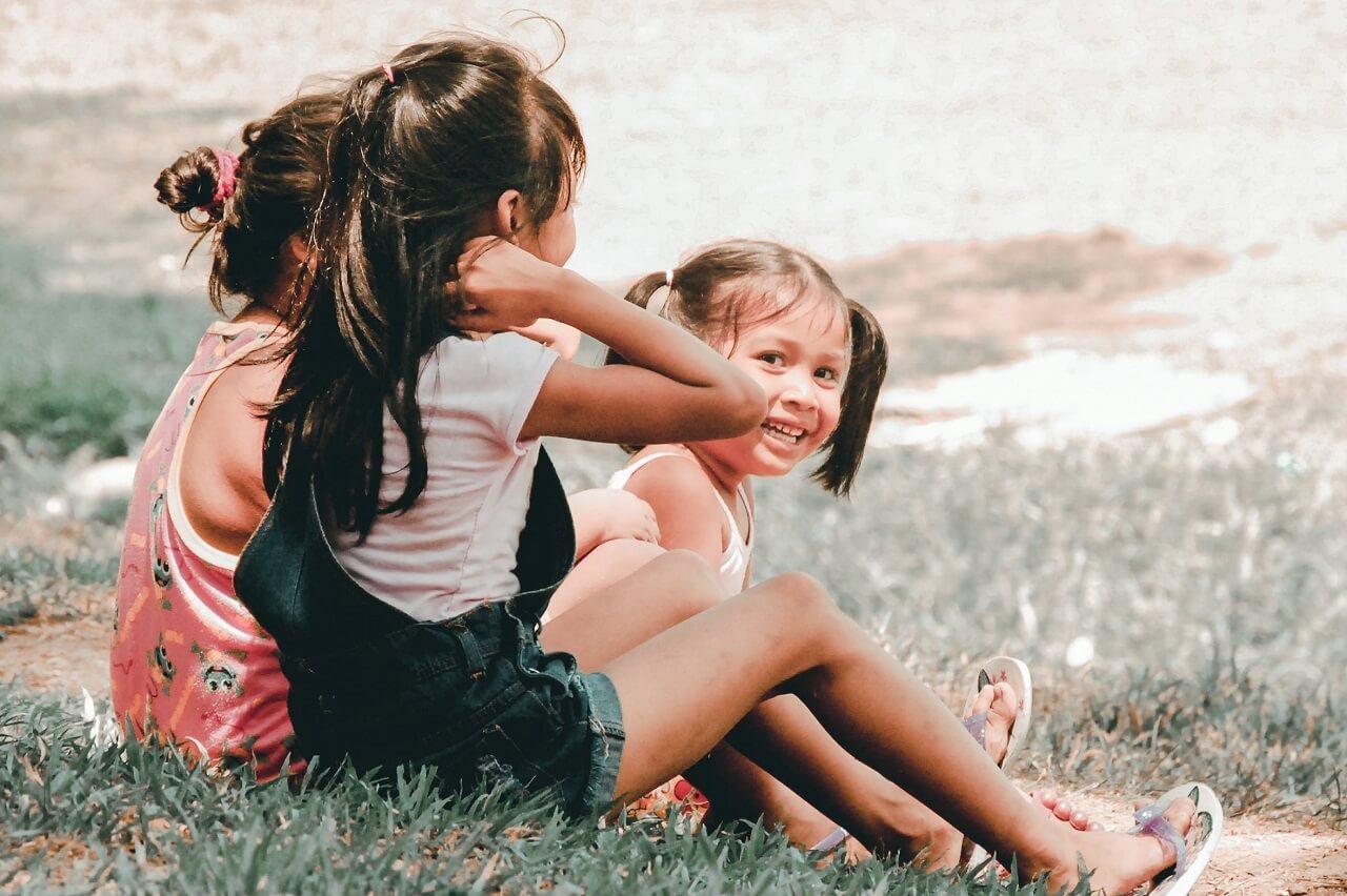 girls in park myopia