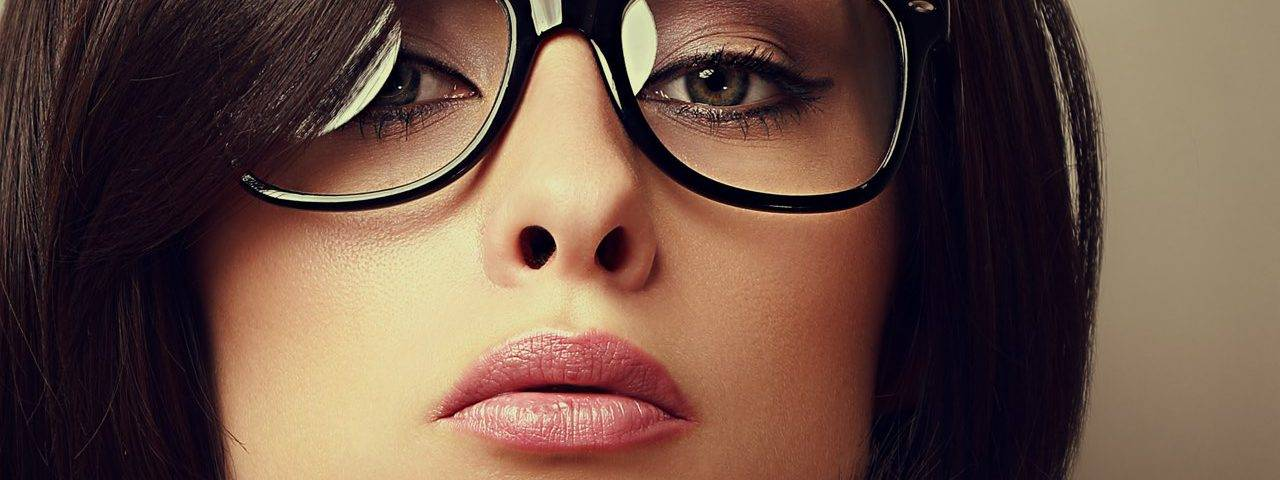 glasses fashionista lady dark hair 1 1280x480