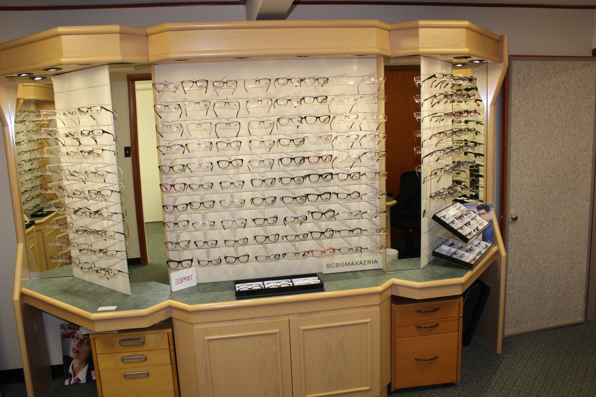 Biggar optical frames display IMG 8804
