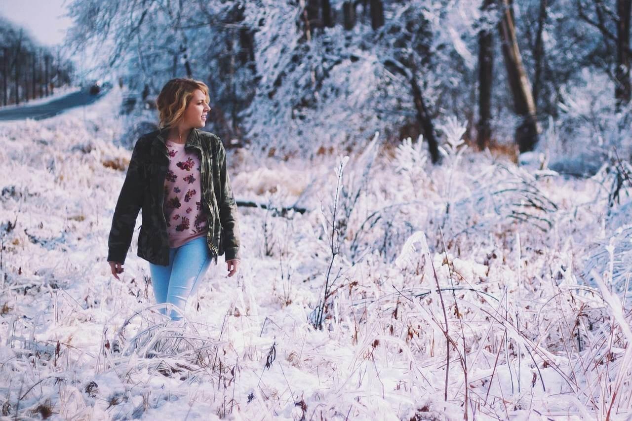 Girl Snowy Field 1280×853.jpg