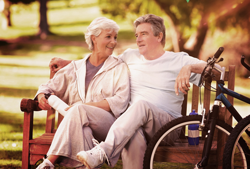 older couple leading active lifestyle, who come for yearly eye exams for macular degeneration