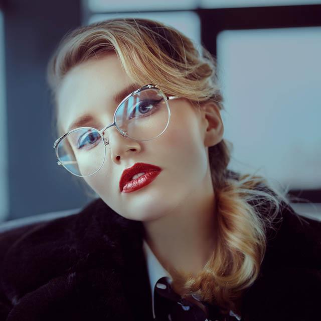 woman-stylish-wearing-fab-frames