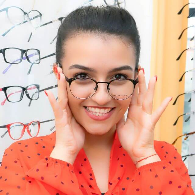 woman-smiling-trying-on-glasses-640
