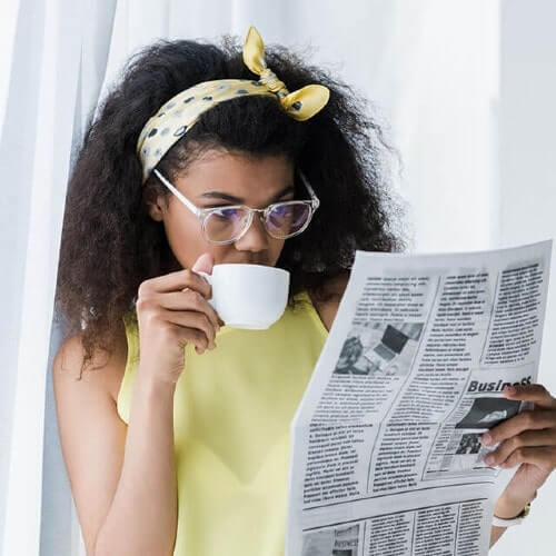 AA Woman Coffee Newspaper 500 min