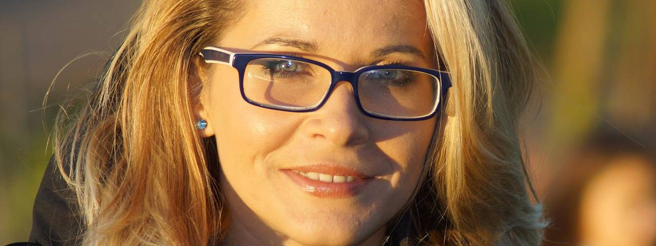 Blond Woman Glasses Satisfied1280x853 1280x480