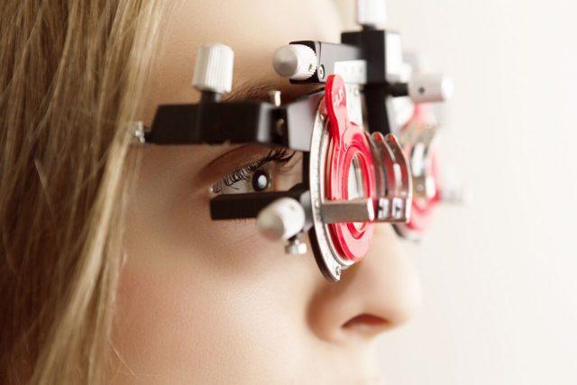 Eye doctor woman at an eye exam in Olathe, KS
